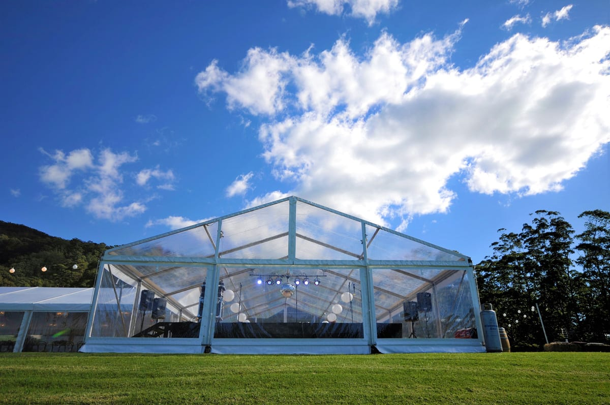 A HÖCKER P Series A-frame event marquee with a clear Poly-glass Roof for a music event