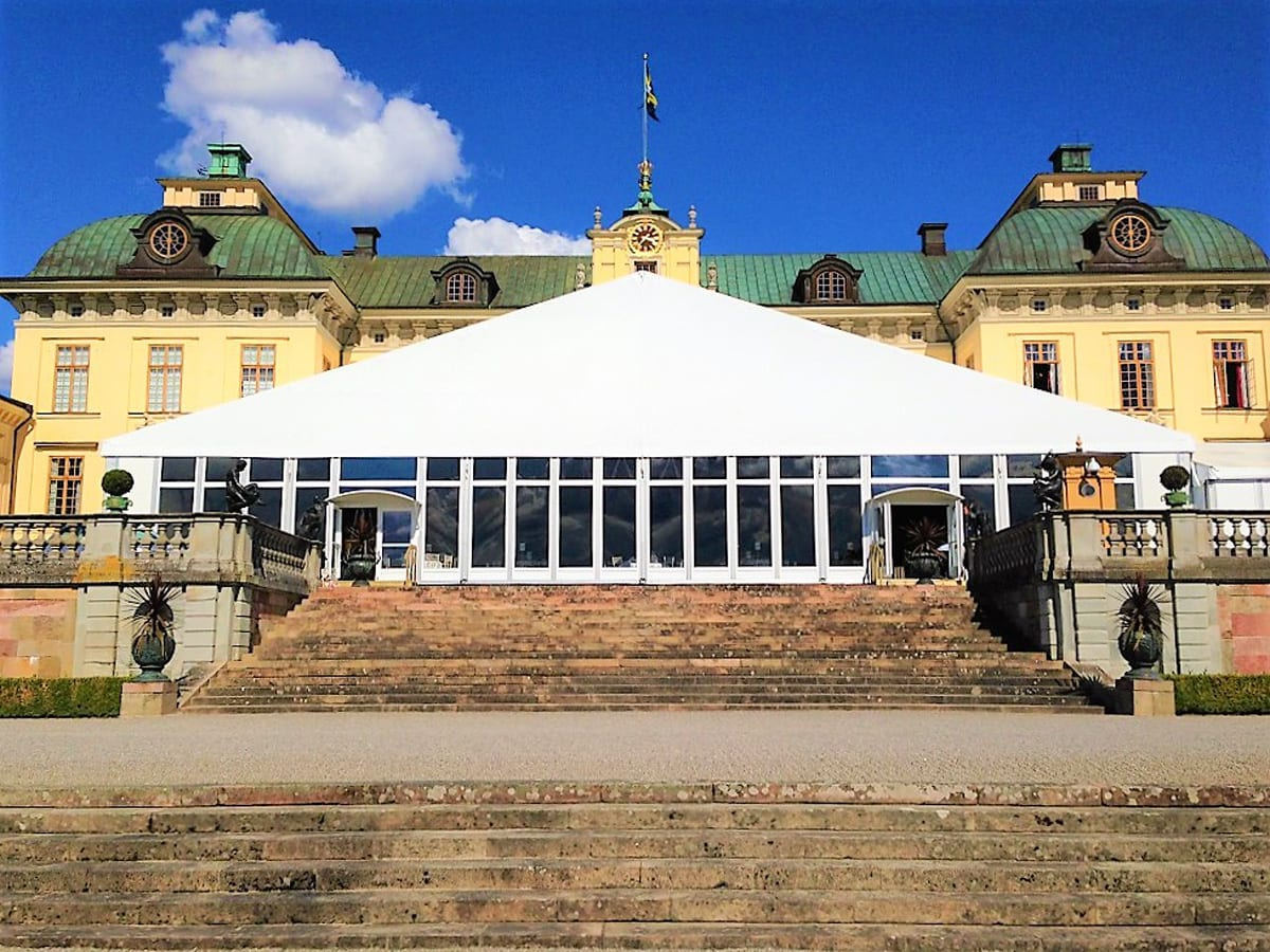 A HÖCKER F-Series large A-frame marquee for a hospitality event at a manor house
