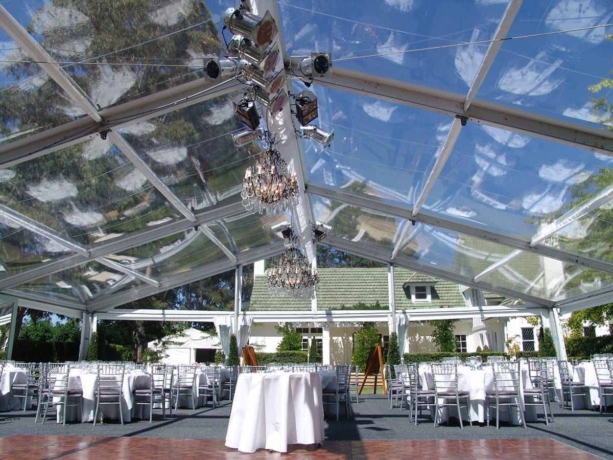 A HÖCKER F-Series large marquee for a wedding with a poly-glass roof