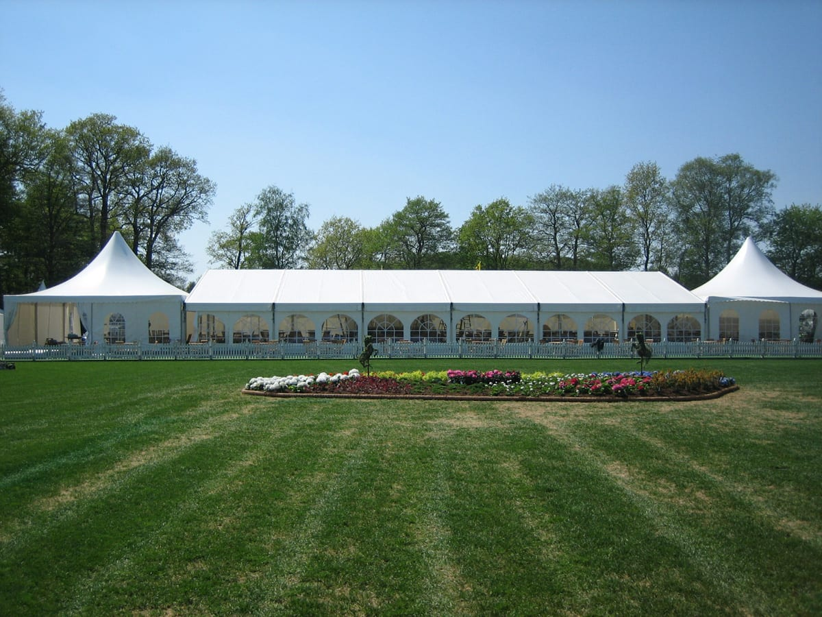 A HÖCKER P Series event marquee with high peak roof components