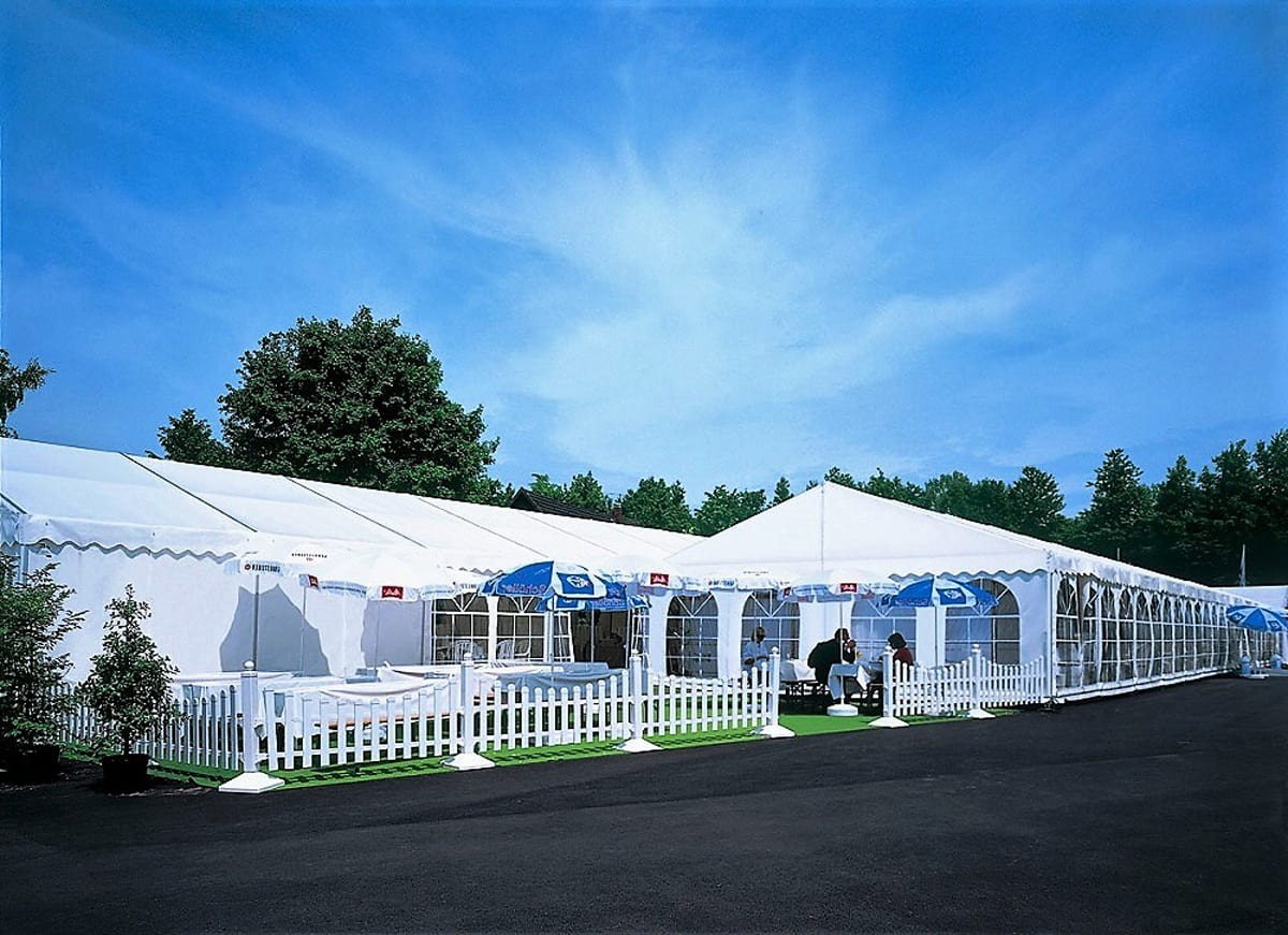A HÖCKER P Series event marquee used for catering with outside seating area