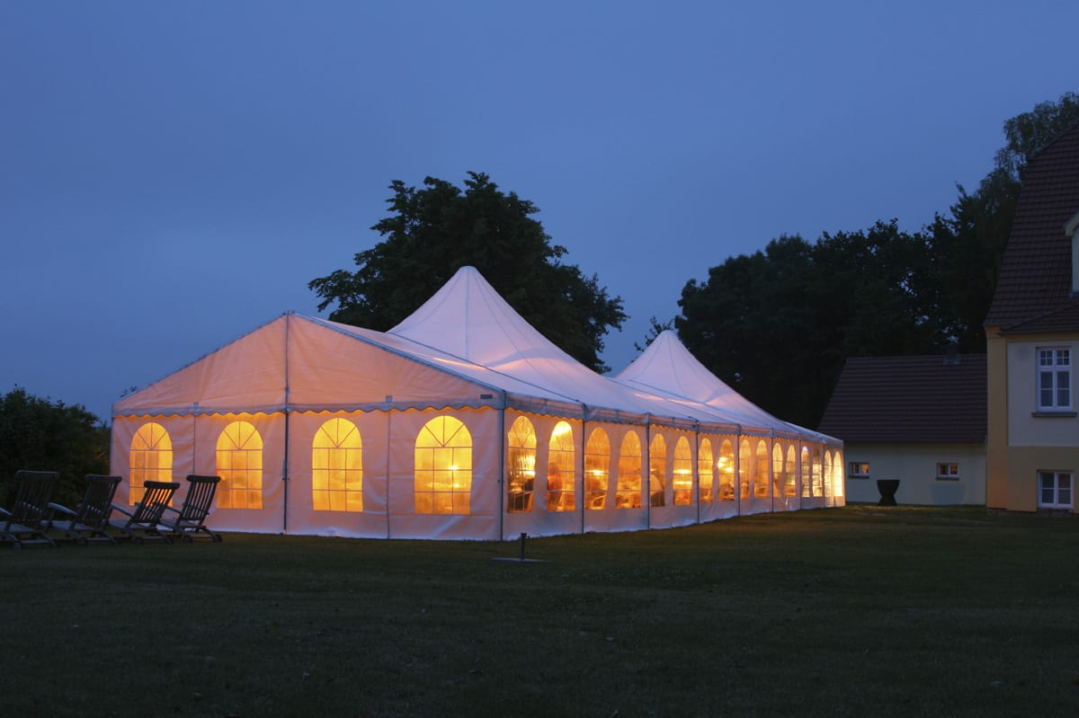 A HÖCKER P Series high peak roof event marquee for being used at a function