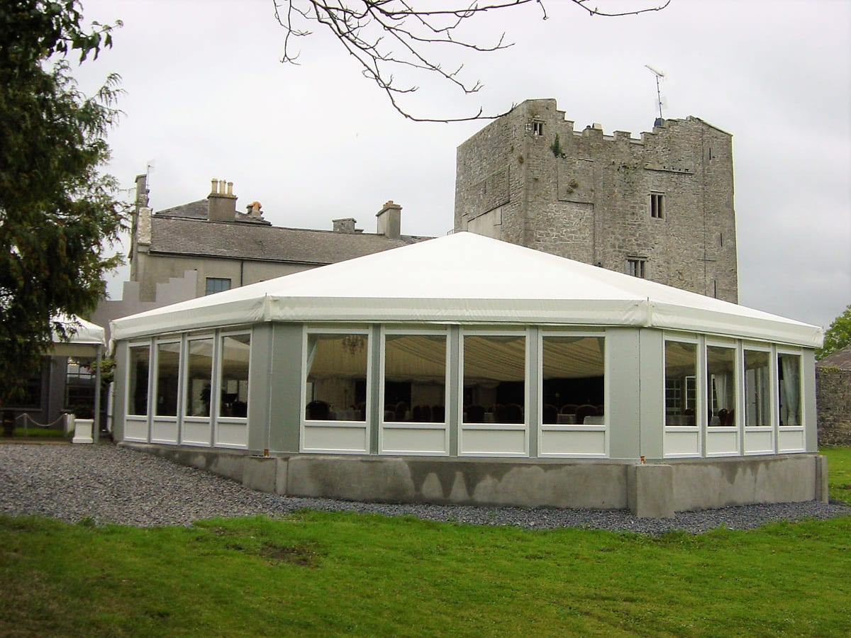 A HÖCKER F-Series large multi-sided marquee used for conferences next to a castle